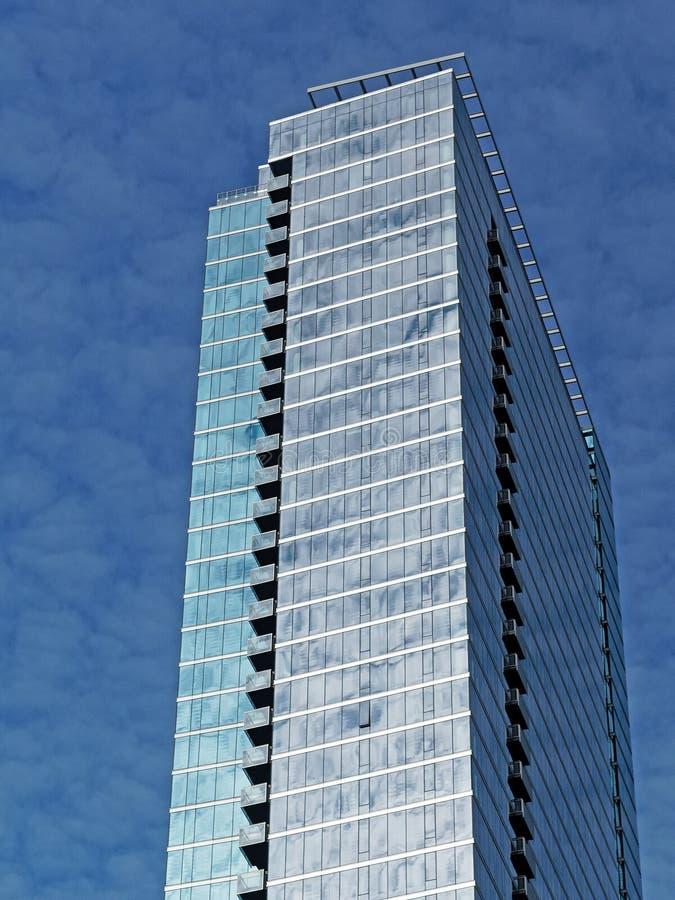 De Wolkenkrabberarchitectuur van Chicago met Dull Winter Sky stock foto