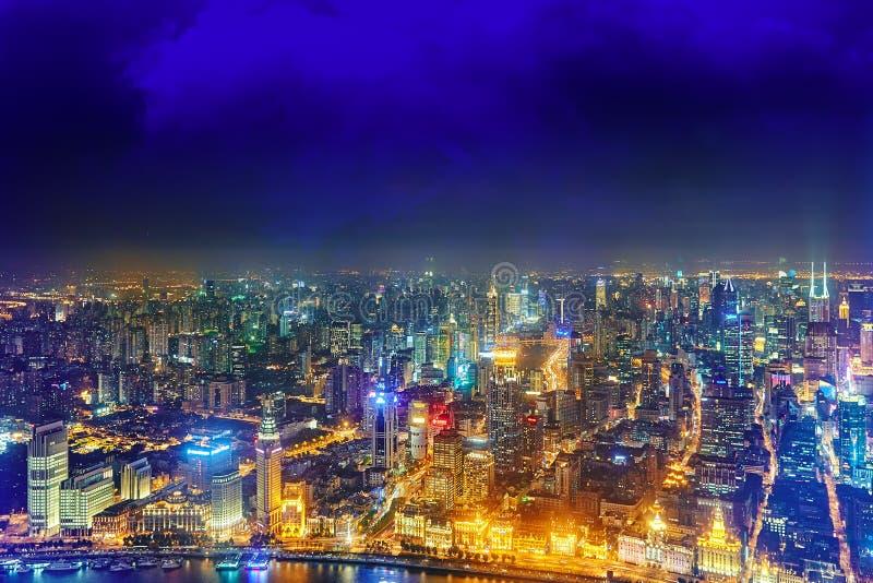 De wolkenkrabbers van de nachtmening, stad de bouw van Pudong, Shanghai, China royalty-vrije stock afbeeldingen