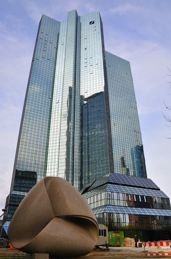 De Wolkenkrabbers van Deutsche Bank in Frankurt stock foto's