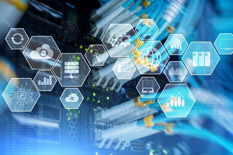 De wolkentechnologie en mededeling van de technologieinfrastructuur Serverruimte stock afbeeldingen