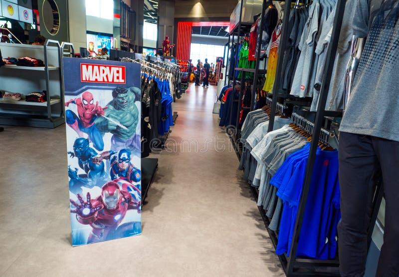 De wonderervaring superstore is een detailhandel voor een ventilator van de strippagina van Wondersuperheroes stock foto's