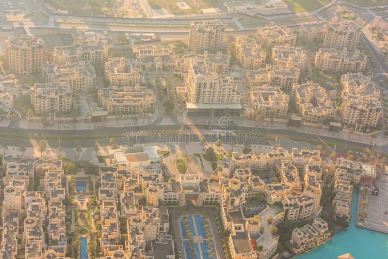 De woondistricten van Doubai bij zonsopgang stock afbeeldingen