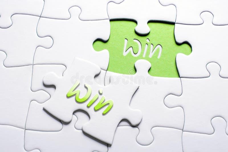 De Woordenwinst en Winst in het Missen van Stukpuzzel, Win-Win Situatieconcept stock foto's