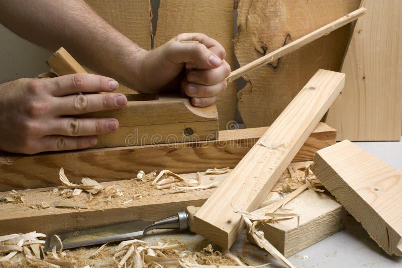 De workshop van de schrijnwerkerij met houten hulpmiddelen stock foto's