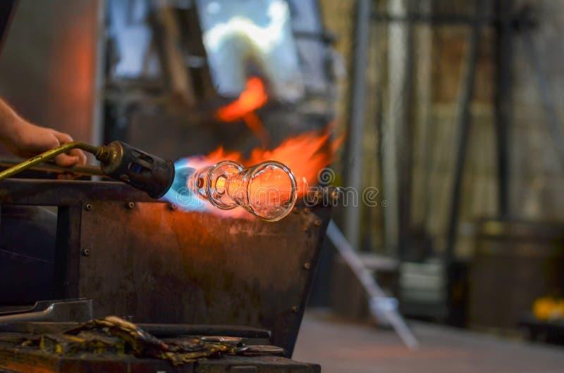 De workshop van het glasproduct De glasproducten worden gemaakt voor toeristen stock foto