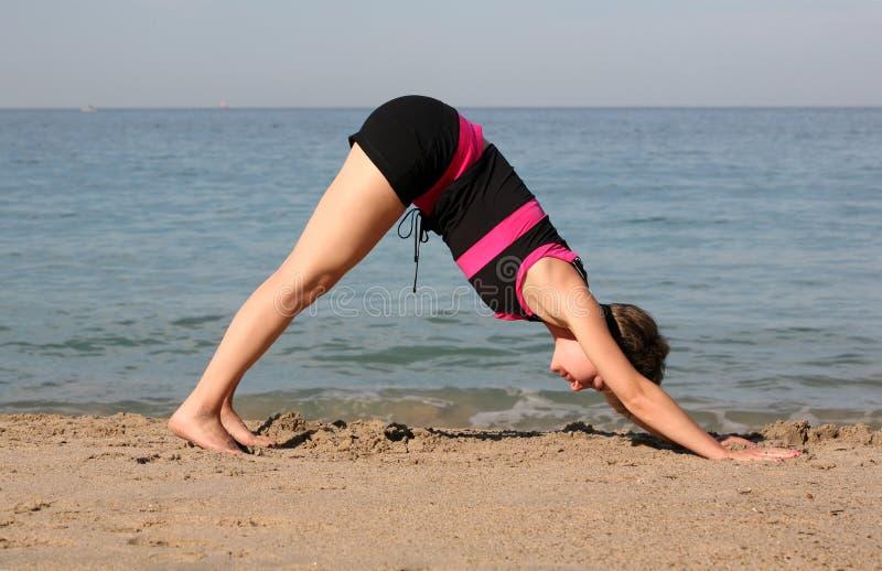 De yoga van het strand royalty-vrije stock foto's