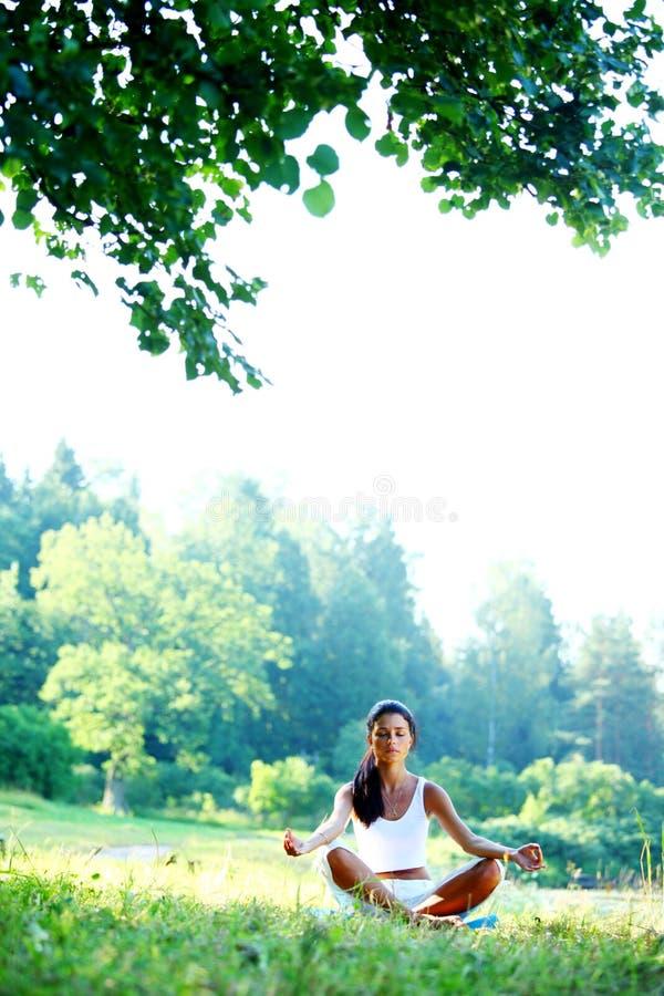 De yoga van Lotus stock afbeeldingen