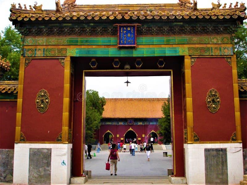 De Yonghe-Tempel in de stad van Peking, China Tibetaans Boeddhisme, historty, tijd en oude ingang stock foto