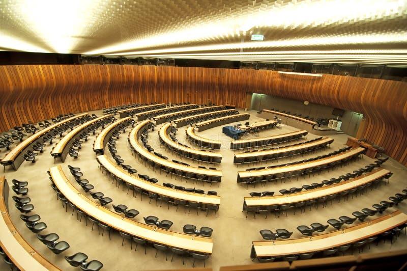 De zaal van de conferentie