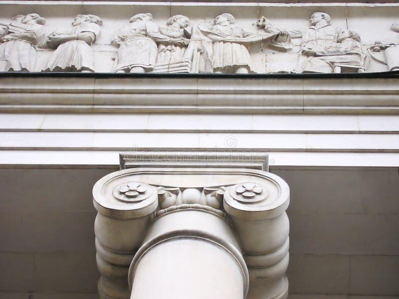 De Zaal van de rechtvaardigheid met Ionische kolommen en decoratie van wit marmer. stock fotografie
