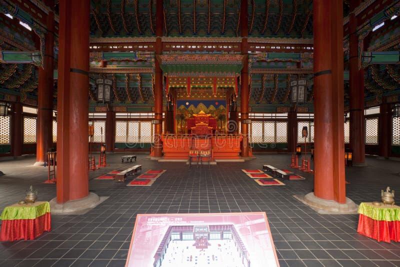 De Zaal van de Troon van Gyeongbokgung binnen stock fotografie
