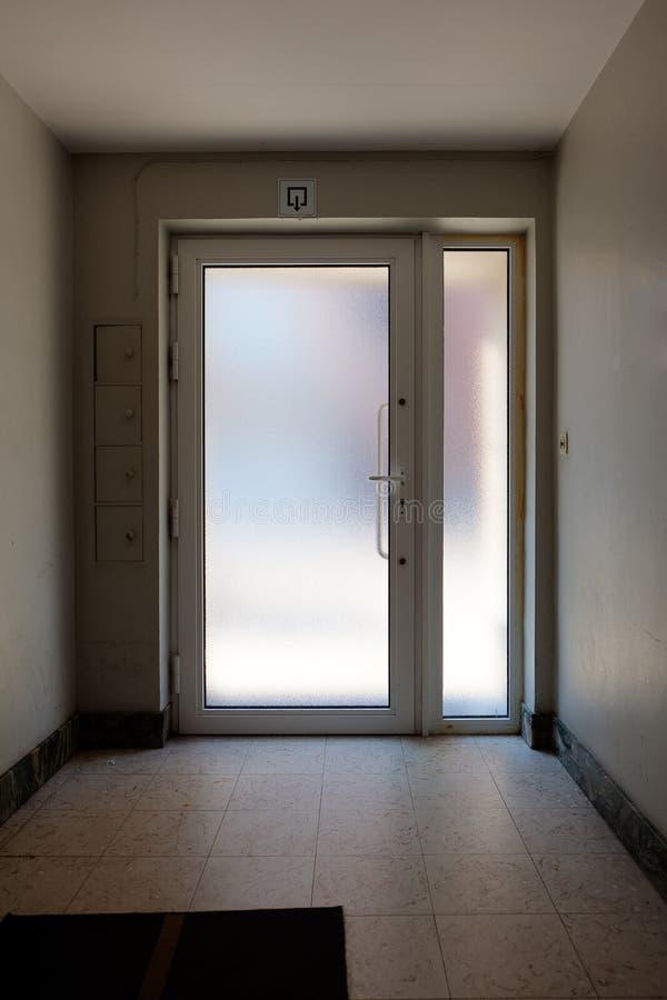 De zaal van het de deurglas van de uitgangsingang royalty-vrije stock afbeelding