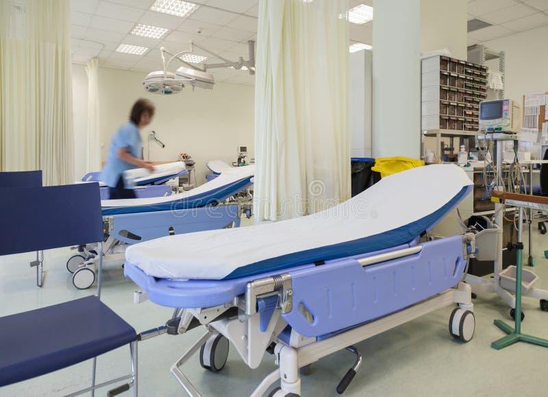 De Zaal van de het ziekenhuisnoodsituatie Bedden royalty-vrije stock afbeelding