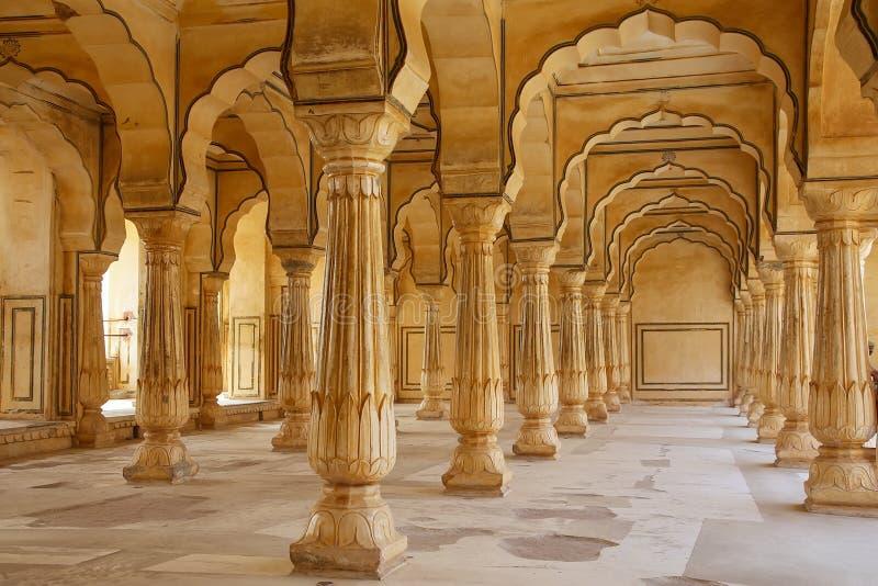 De Zaal van Sattaiskatcheri in Amber Fort dichtbij Jaipur, Rajasthan, Indi stock foto's