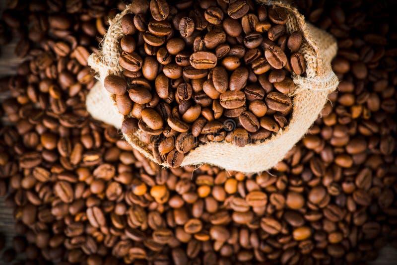 De zak van koffiebonen stock fotografie