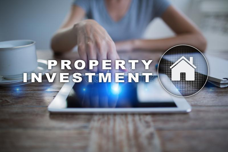 De zaken van de bezitsinvestering en technologieconcept Virtuele het schermachtergrond royalty-vrije stock afbeelding