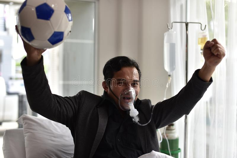 De zakenlieden hebben nog een toejuiching voor voetbal stock fotografie