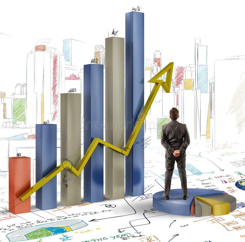De zakenman analyseert grafiek royalty-vrije stock afbeeldingen