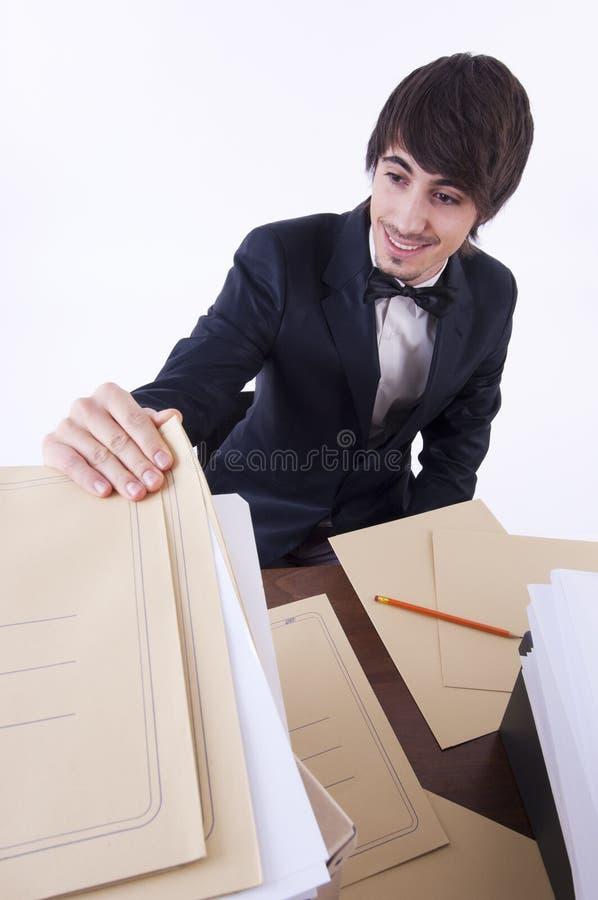 De zakenman beklemtoonde in zijn bureau stock afbeeldingen