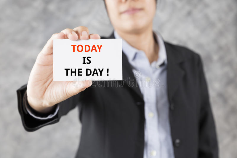 de zakenman die adreskaartje met woord voorstellen vandaag is de dag royalty-vrije stock afbeeldingen