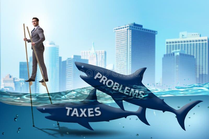 De zakenman die betalend hoge belastingen vermijden stock fotografie
