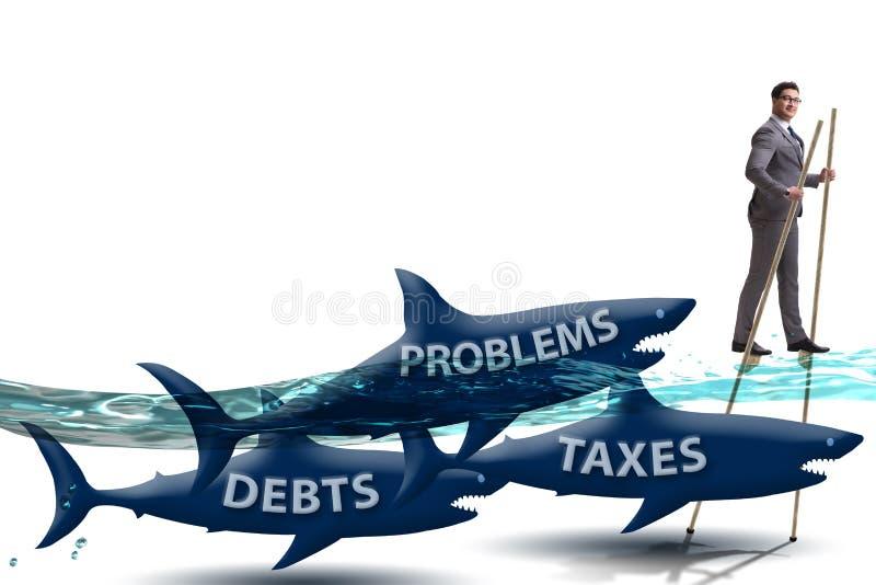 De zakenman die betalend hoge belastingen vermijden stock afbeeldingen