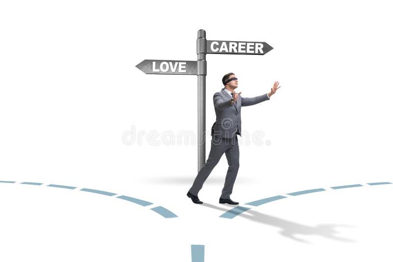 De zakenman die harde keus tussen liefde en carri?re hebben royalty-vrije stock foto's
