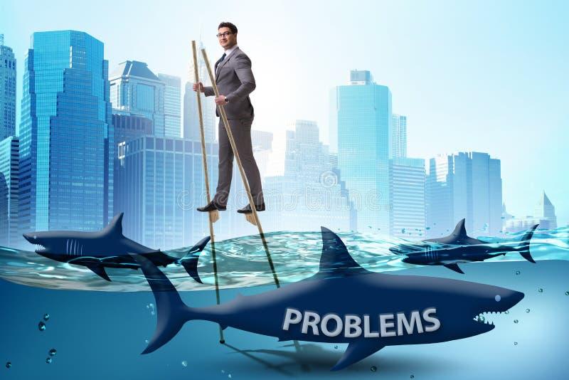 De zakenman die met succes zijn problemen behandelen stock foto