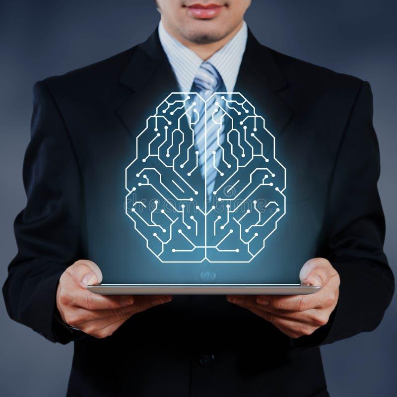 De zakenman die tablet gebruiken die AI, kunstmatige intelligentie tonen bedriegt stock fotografie