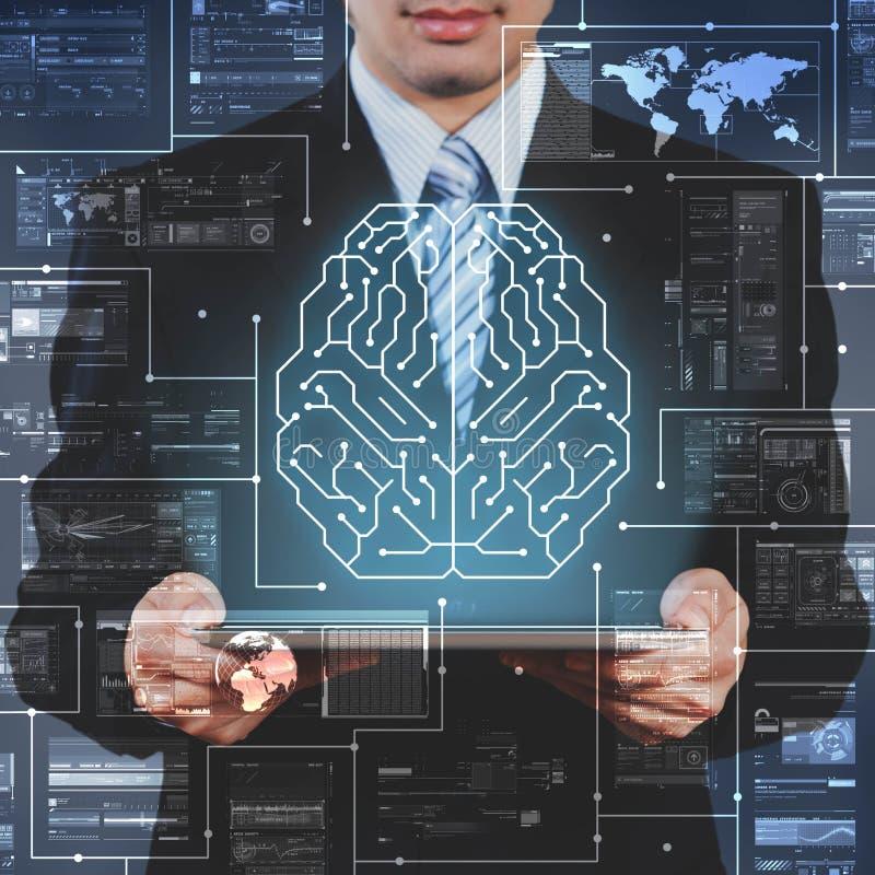 De zakenman die tablet gebruiken die AI, kunstmatige intelligentie tonen bedriegt royalty-vrije stock foto's