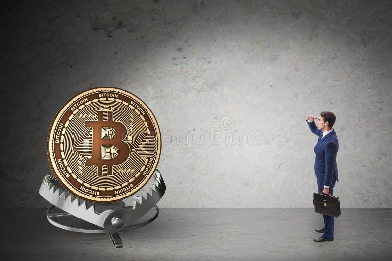 De zakenman die in de val van bitcoincryptocurrency lopen stock foto's