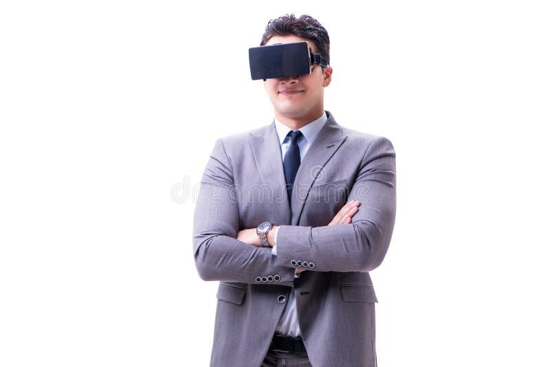 De zakenman die virtuele die werkelijkheids vr glazen dragen op wit worden geïsoleerd stock afbeelding