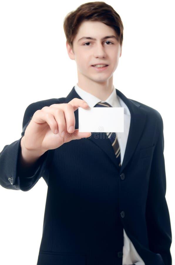 De zakenman in een pak met visitekaartje stock foto