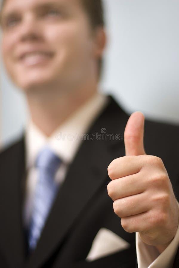 De zakenman geeft duimen op stock afbeelding