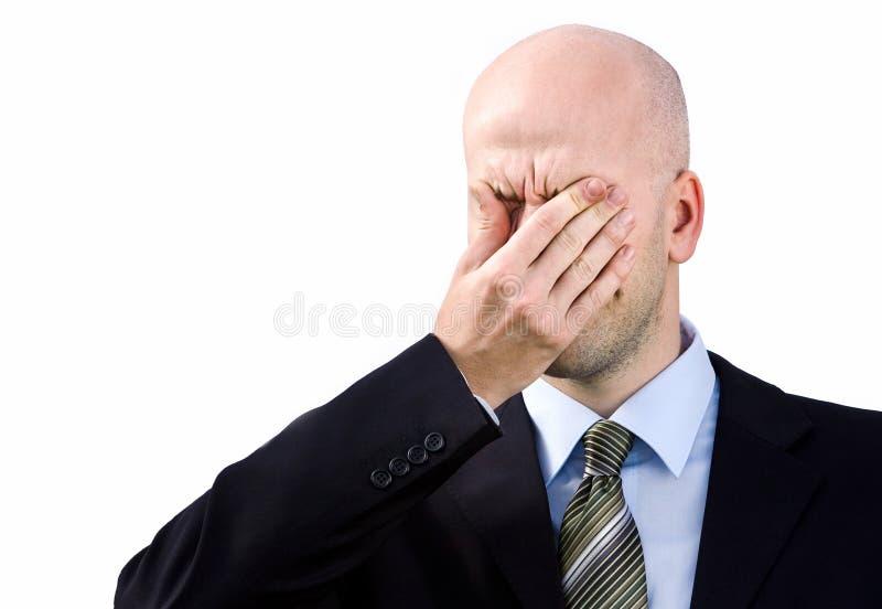 De zakenman lijdt aan een hoofdpijn stock foto's
