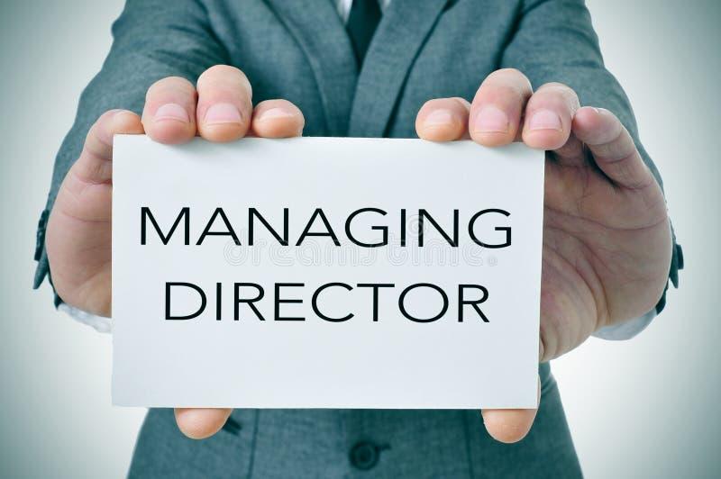 De zakenman toont een uithangbord met de tekst leidende directeur stock foto