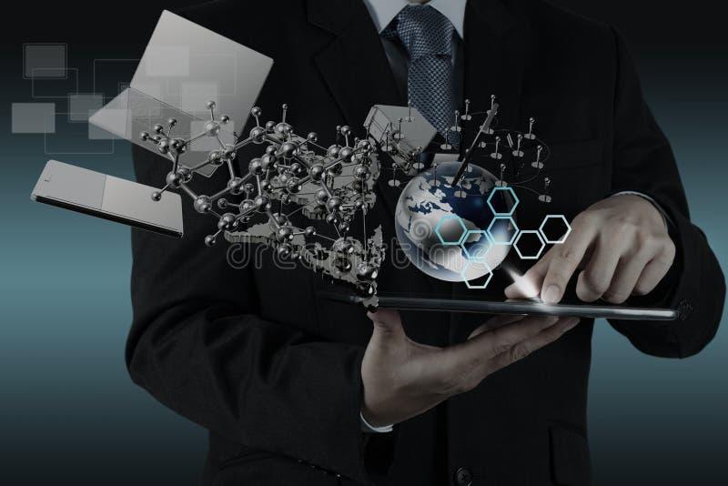 De zakenman toont moderne technologie stock foto