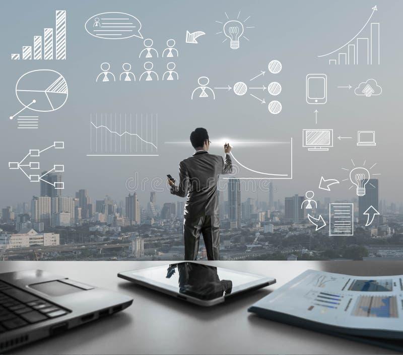 De zakenman trekt pictogram met cith op achtergrond, bedrijfsstrategie stock afbeeldingen