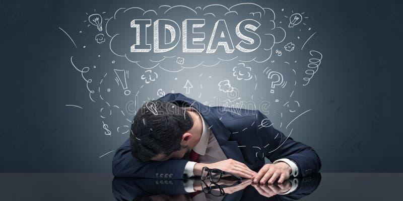 De zakenman viel in slaap bij zijn werkplaats met ideeën, slaap en vermoeide concept royalty-vrije illustratie