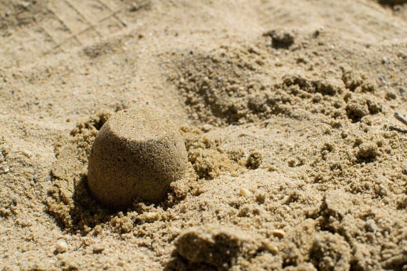 De zandcakes in de zandbak sluiten omhoog royalty-vrije stock afbeeldingen