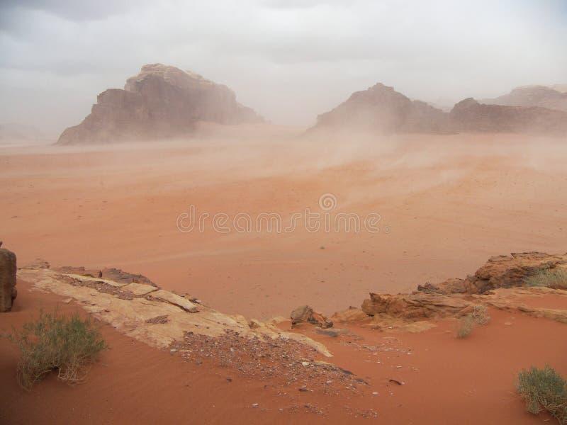 De zandstorm van de woestijn stock foto's