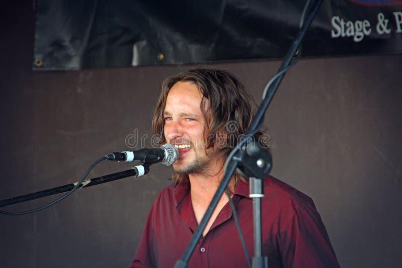 De zanger van Benmolens in zitting stock foto's