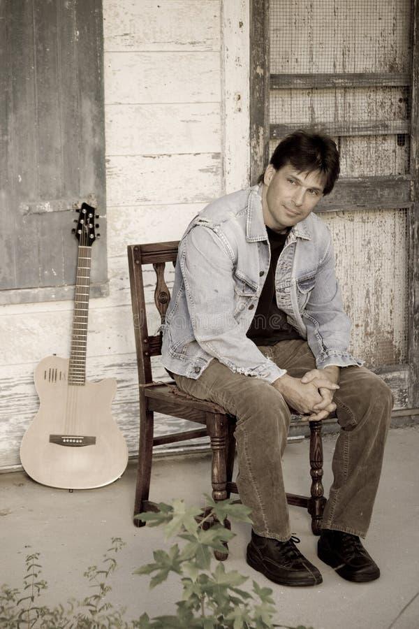 De zanger van het land met gitaar royalty-vrije stock afbeeldingen