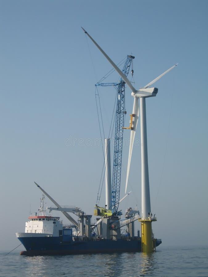 De zee assemblage van de windturbine royalty-vrije stock fotografie