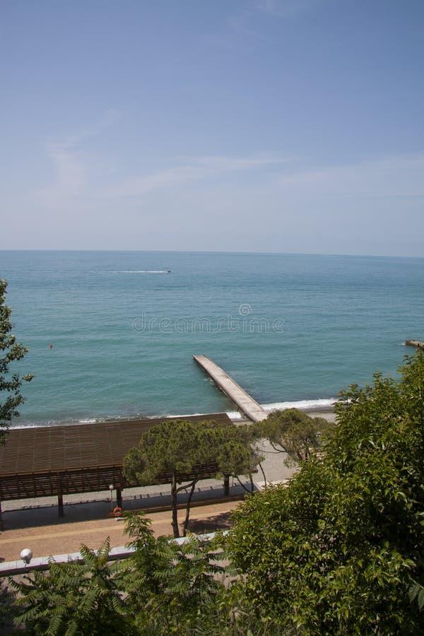 De zeekust van Sotchi stock afbeelding