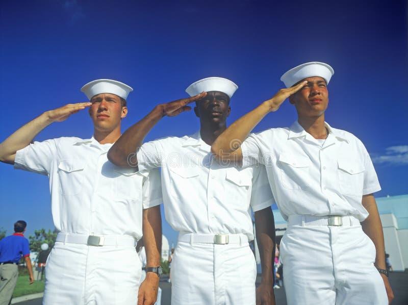 De zeelieden van de V.S. het groeten stock foto