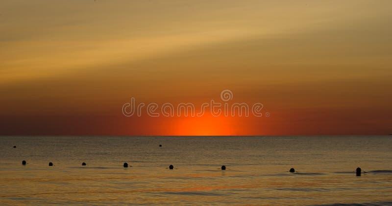 De zeer aardige zonsondergang van de Zwarte Zee in de zomer stock foto