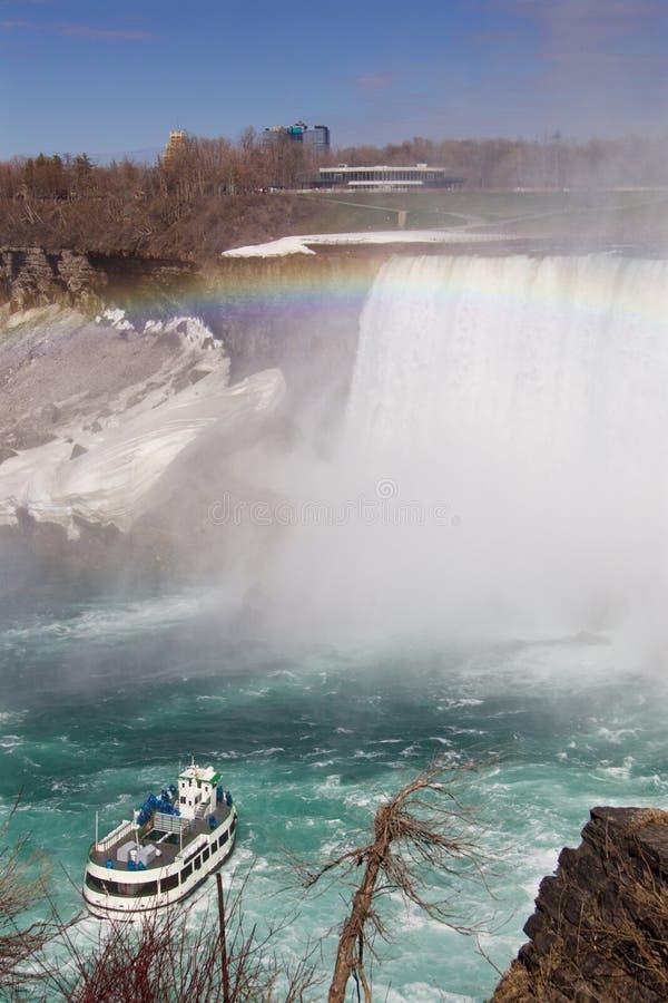 """De zeer mooie achtergrond van Niagara valt, regenboog en een schip†""""Versie 2 stock afbeeldingen"""