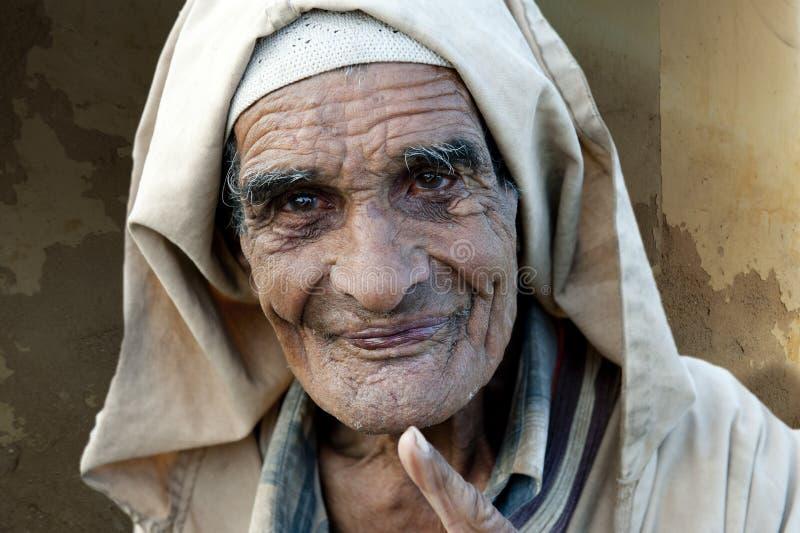 Zeer oude vriendschappelijke mens in Marokko stock foto's
