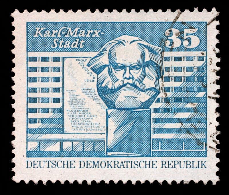 De zegel in Ddr wordt toont beeld van Chemnitz vanaf 1953 tot 1990 als Karl-Marx-Stadt wordt gekend gedrukt die royalty-vrije stock foto